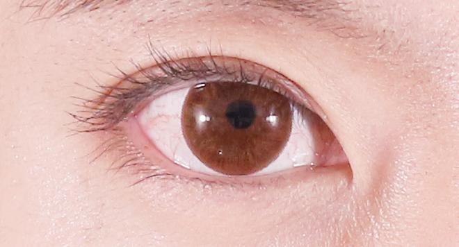 マスカラ塗った後の目のアップ