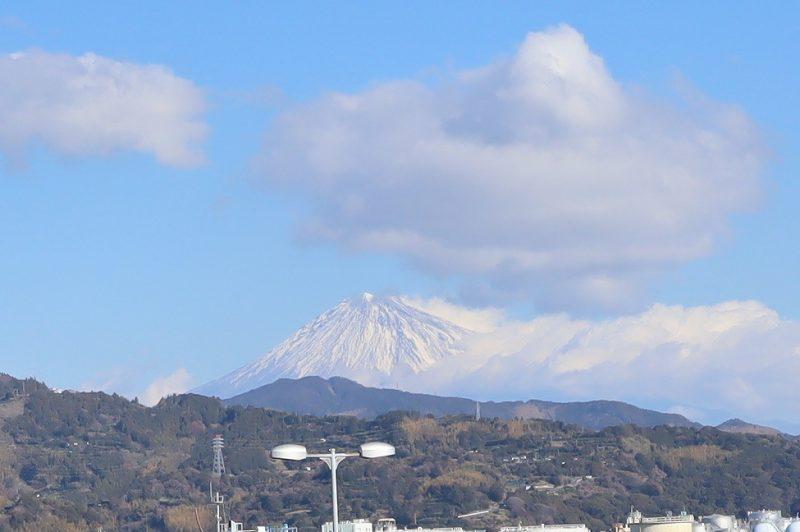 清水駅から見える富士山